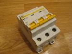 Автоматический выключатель ИЕК - 32А (3П)